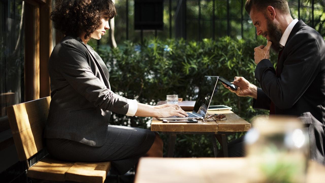 6 Tips Bekerja Dengan Atasan Yang Usianya Lebih Muda