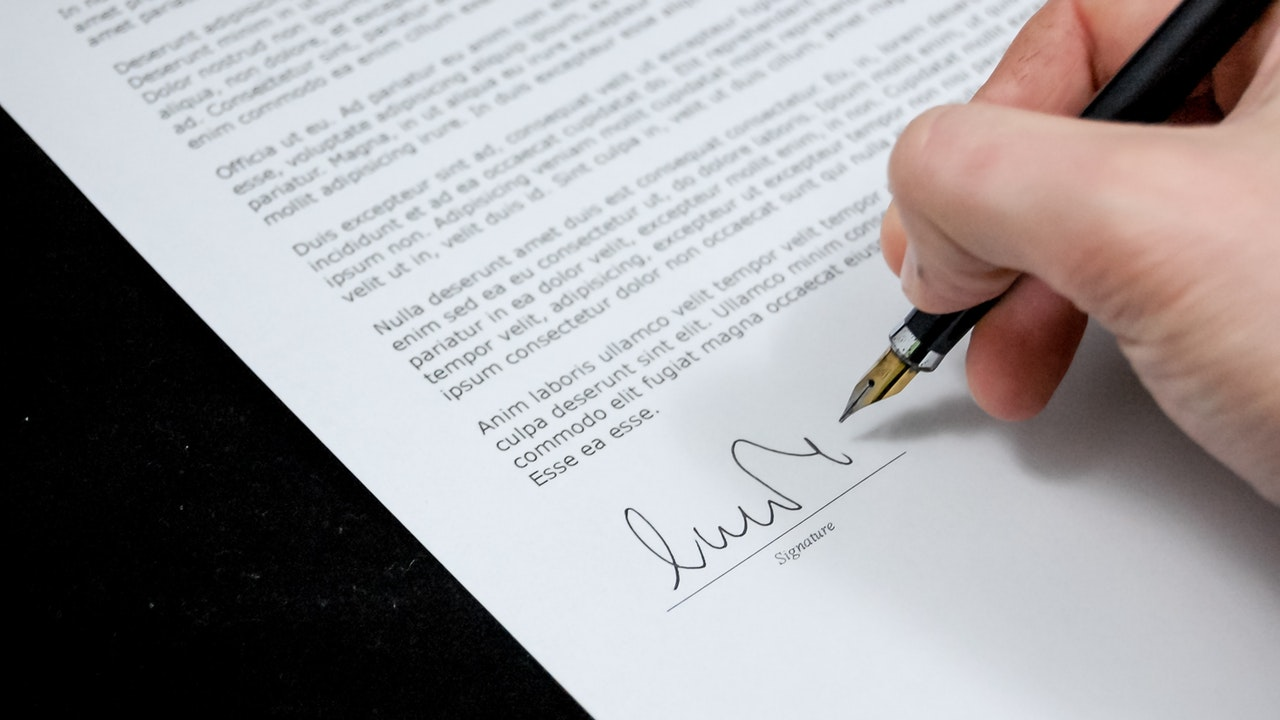 Aturan dan Pengertian Perjanjian Kerja Waktu Tertentu (PKWT)
