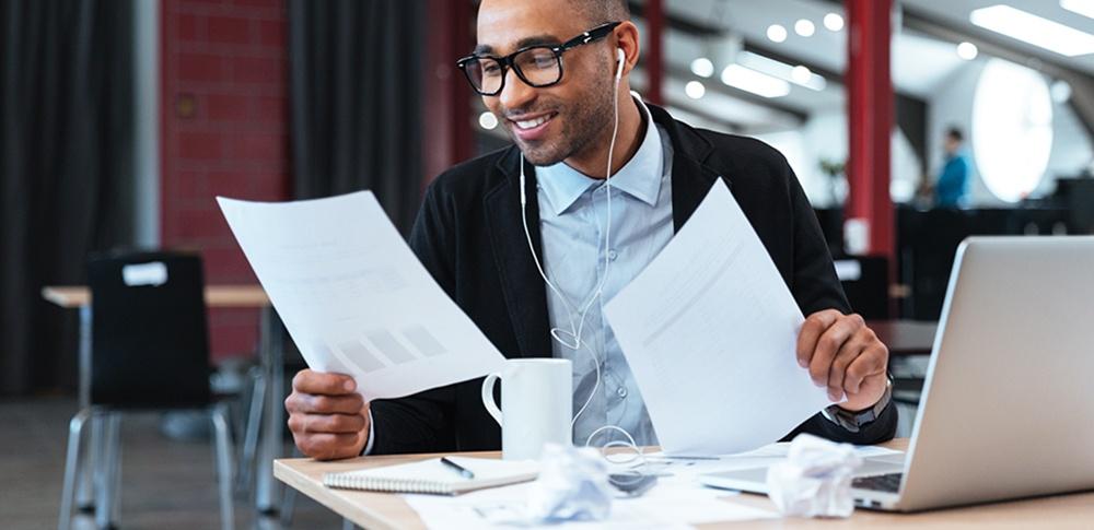 Manfaat Mendengarkan Musik Di Tempat Kerja Untuk Karyawan