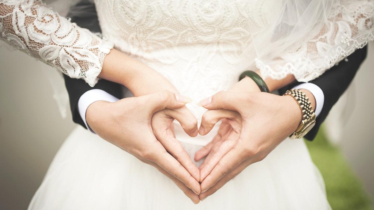 Aturan Mengenai Suami Istri Bekerja Dalam Satu Perusahaan